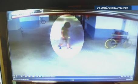 CAMERA DE SUPRAVEGHERE. Trei copii au fost filmati in timp ce se chinuie minute in sir sa fure o bicicleta