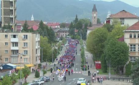 Eveniment religios de amploare in Baia Mare. Mii de tineri ortodocsi au defilat pe bulevardele din oras