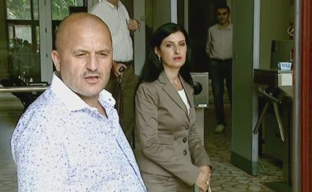 Adrian Mititelu a ajuns din nou la sediul DIICOT. Patronul Universitatii Craiova si-a insotit nevasta la audieri