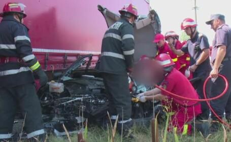O tanara de numai 28 de ani a murit, dupa ce a intrat cu masina sub un TIR. Cea mai probabila cauza a accidentului