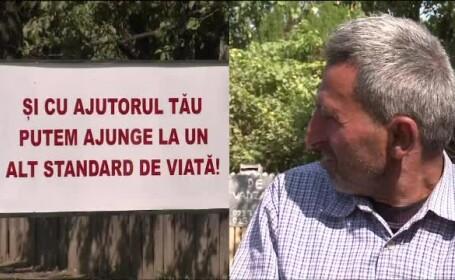 Fascinanta lume de la Urechesti, unde primarul pune panouri cu lozinci pentru a mobiliza localnicii. Ce inteleg insa oamenii