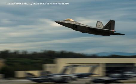 Statele Unite trimit avioane de lupta F-22 in Europa ca raspuns la ingrijorarile provocate de Rusia