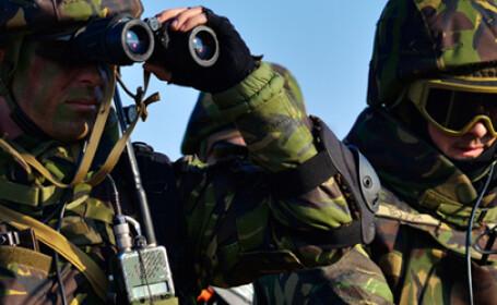 cover soldati romani in echipament de camuflaj