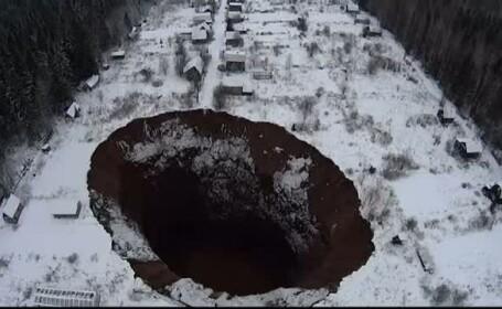 Craterul aparut in Rusia acum 9 luni a crescut dramatic in dimensiuni. Cat de periculos este pentru cei care locuiesc in zona