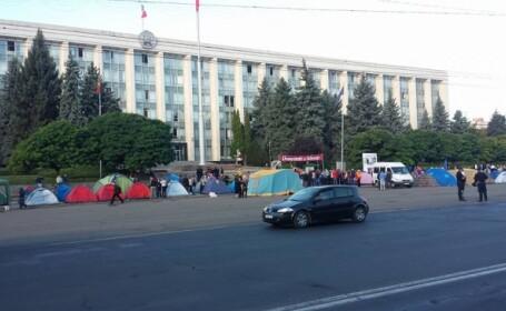 Manifestatia anticoruptie continua la Chisinau. 30 de corturi au fost instalate in oraselul \