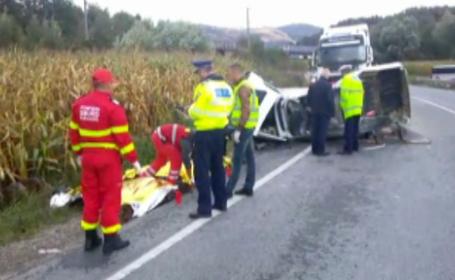 Tragedie in Caras Severin. Patru muncitori au murit dupa ce Dacia in care se aflau a fost zdrobita de un TIR