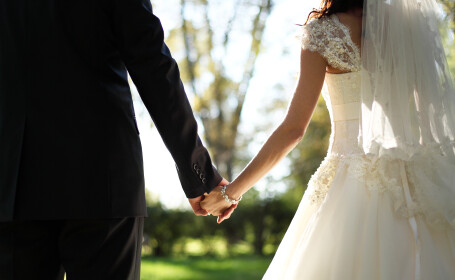 Acest cuplu a ajuns la altar dupa 22 de ani de logodna: \