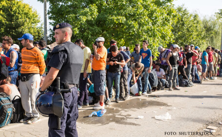 coada de refugiati paziti de politie
