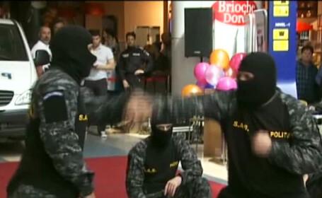 demosntratie a politie la mall