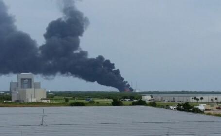 Explozii la centrul NASA din Florida. O racheta a luat foc inainte de lansare. VIDEO