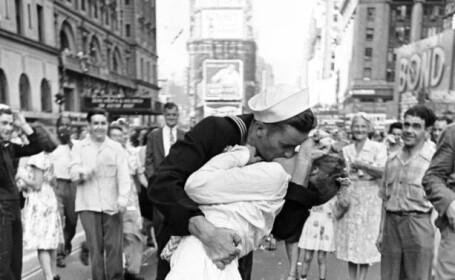 Asistenta medicala din celebra fotografie a sarutului de la sfarsitul celui de-al Doilea Razboi Mondial a murit