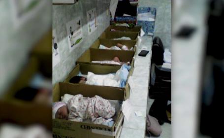 Imaginea saraciei din Venezuela care face inconjurul lumii. Copii nou-nascuti, tinuti in cutii de carton. FOTO