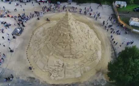 Castel de nisip de Cartea Recordurilor la Duisburg. S-au folosit 3.500 tone de nisip