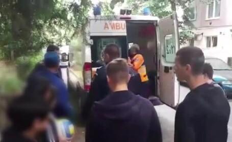 Fată de 17 ani, înjunghiată de mama ei, care refuzase să-și ia medicamentele