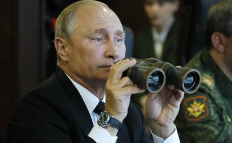 Putin asistă la exerciţiul militar Zapad, care simulează un război cu NATO