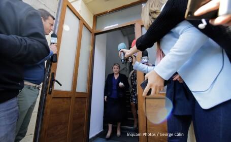 Vicepremierul Sevil Shhaideh părăsește sediul DNA, în București, vineri, 22 septembrie 2017