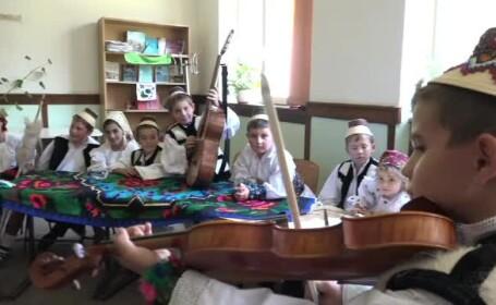 Opțional de tradiții și obiceiuri, la o școală din Maramureș