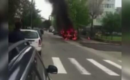 Un taximetru a ars în totalitate şi a provocat panică în Baia Mare
