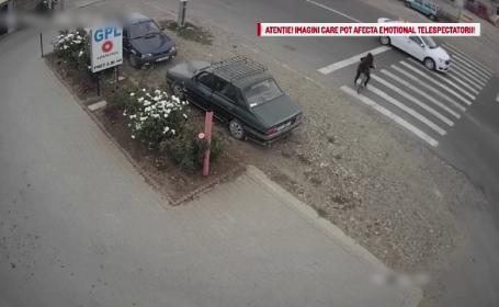 Momentul în care o fetiță de 10 ani este lovită de un taxi pe trecerea de pietoni