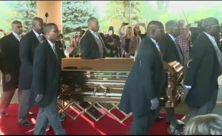 Aretha Franklin a fost înmormântată într-un sicriu placat cu aur, purtat într-un Cadillac roz