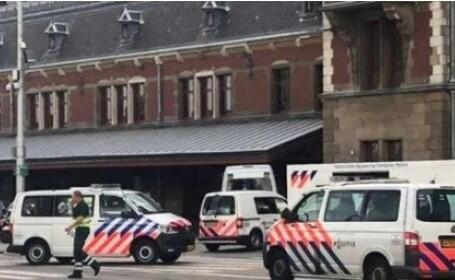 """Atac din gara din Amsterdam; două persoane, grav rănite. """"Luam în calcul un motiv terorist"""""""