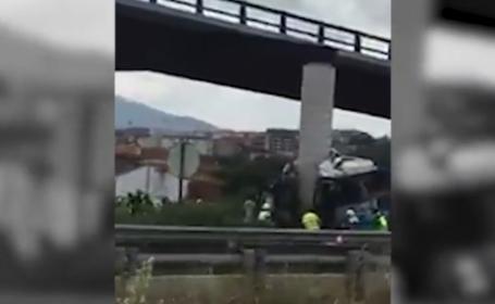 Accident grav pe o şosea din Spania. Un autocar a intrat în pilonul unui viaduct