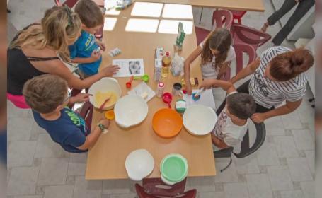 Părinții plătesc chiar şi 19.000 de euro pentru un an de şcoală, la privat. Ce avantaje au elevii