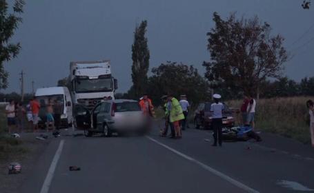 Un motociclist și prietena lui, spulberați de o mașină în Buzău. Femeia a murit