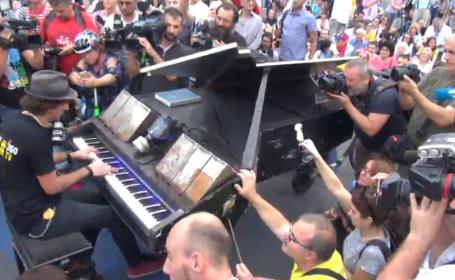pianist piata Victoriei