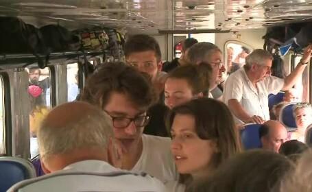 Protestul unor călători care nu au mai încăput în trenul cu un singur vagon. Reacția CFR
