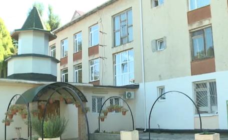 Biserică, în curtea unei grădiniţe din Moldova