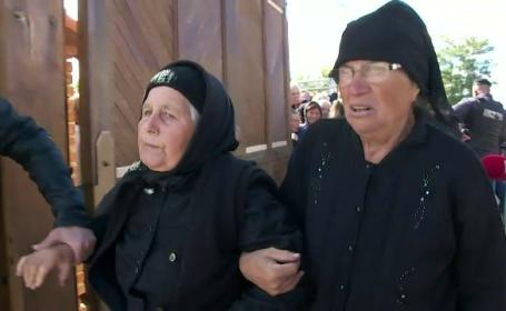 Resfințirea Mănăstirii Măxineni s-a lăsat cu îmbrânceli. Doamnele s-au călcat în picioare pentru a intra în altar