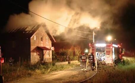 Un foc uriaș a izbucnit într-o comună din județul Timiș