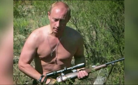 Vladimir Putin la bustul gol