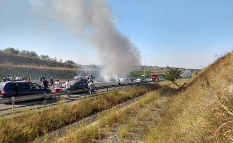 Mașină în flăcări pe Autostrada Soarelui, după un accident