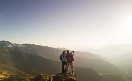 Doi tineri amendați după ce au fost salvați în mod repetat din Alpii italieni