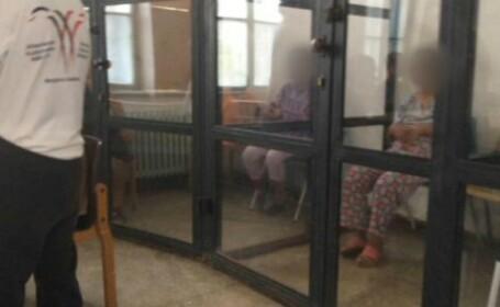 Pacienţi cu dizabilităţi, în cuşti şi legaţi de paturi la centrul din Sighetu Marmaţiei