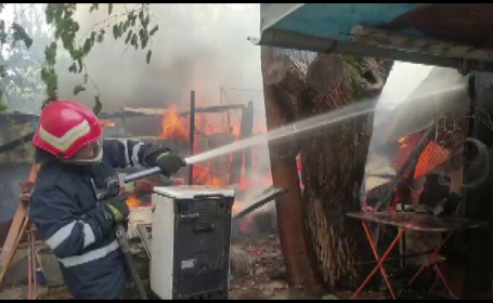 Incendiu violent la o gospodărie din Galați. De la ce ar fi pornit focul