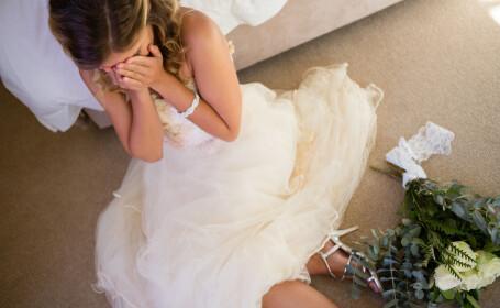 Apariție neașteptată la o nuntă. Ținuta domnișoarei de onoare a șocat-o pe mireasă. VIDEO