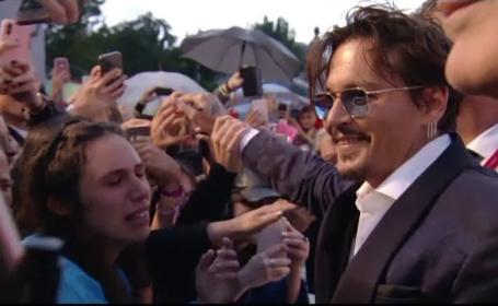 Motivul pentru care Johnny Depp a stat în ploaie la Festivalul de la Veneţia