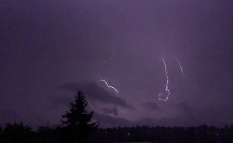 Fenomen meteo unic, în Statele Unite. Oraşul unde a fulgerat de 200 de ori în doar o oră