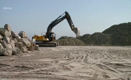 Plajele de pe Litoral se vor tripla în 2022. Până atunci, turiştii stau pe pietre