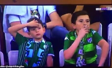 Ce au surprins camerele video în timpul unui meci de fotbal. Minorul este căutat de poliţie