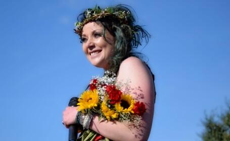 O femeie s-a căsătorit cu un copac dintr-un parc. Ce planuri de viitor are. VIDEO