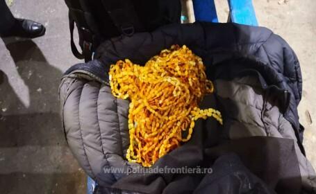 Şofer turc, prins cu 20 kg de mărgele maronii ascunse pe corp, sub haine. Ce erau de fapt