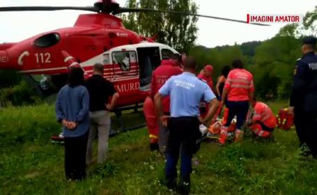 Elicopter SMURD solicitat după ce ambulanța s-a împotmolit din cauza drumului