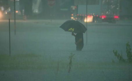 Statele Unite, lovite de o nouă furtună tropicală. Pagubele sunt uriașe