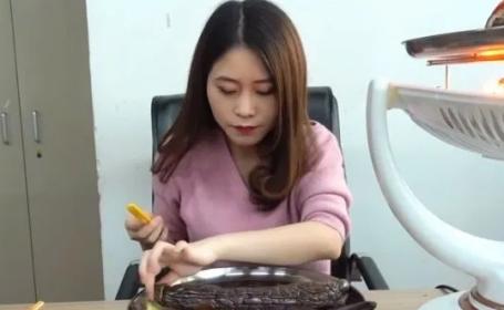 O adolescentă a murit după ce a încercat un experiment viral de pe Youtube