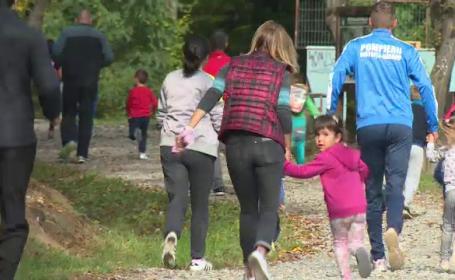 Familii rămase fără casă, ajutate de pompierii din Bistrița