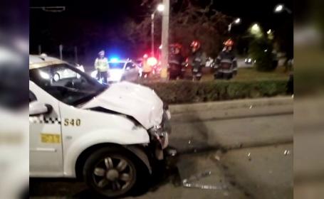 Taximetrist clujean, băut la volan, a intrat cu mașina într-un tramvai cu călători